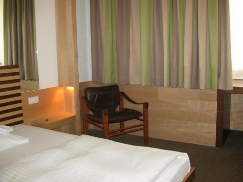 City Hotel - фото 3