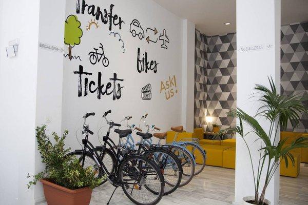 HolaStays Soho Suites - фото 17