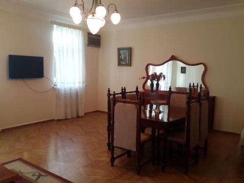 Apartment on Rustaveli 41 - фото 1