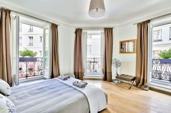Luxury and Spacious Appartment in Saint Michel - фото 5