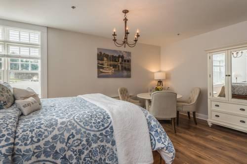 Photo of Harbor House Inn