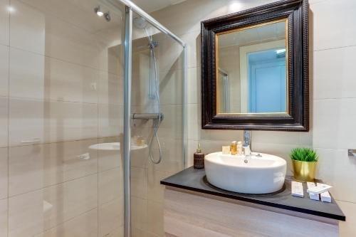 Sweet Inn Apartments - Sagrada Familia Design - фото 8