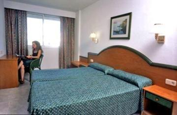 Гостиница «TROPICANA», Кала-Миллор