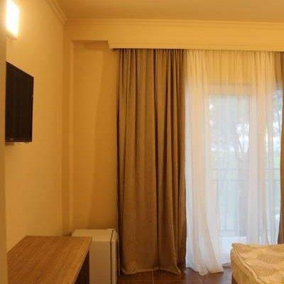 Iveria Elli Hotel - фото 9