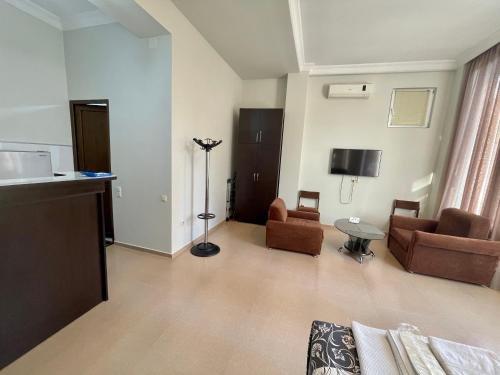 Keti 's Apartment in Batumi - фото 11