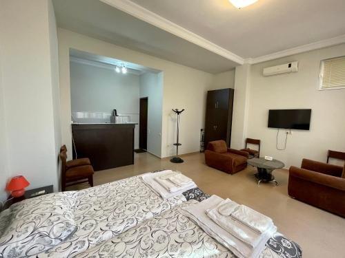Keti 's Apartment in Batumi - фото 9