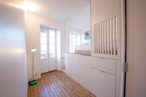 Place Saint Michel Apartment - фото 11