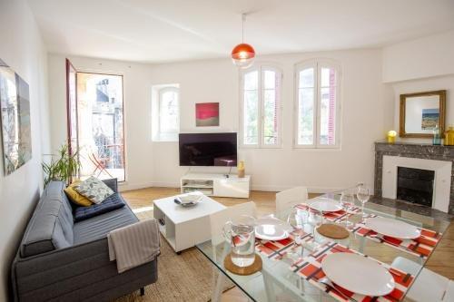 Place Saint Michel Apartment - фото 2