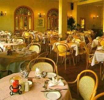 St. Patrick's Hotel - фото 7