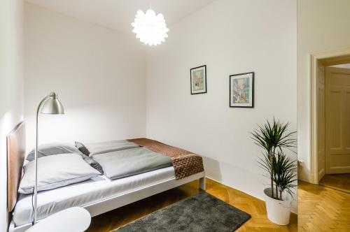 Square Apartment - фото 2