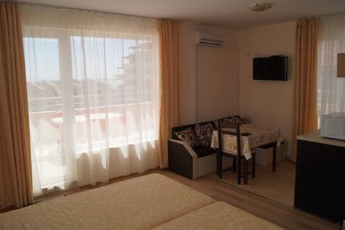 Kozarov Family Hotel - фото 1