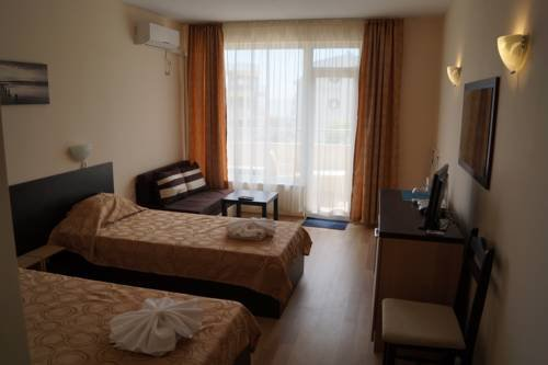Kozarov Family Hotel - фото 4