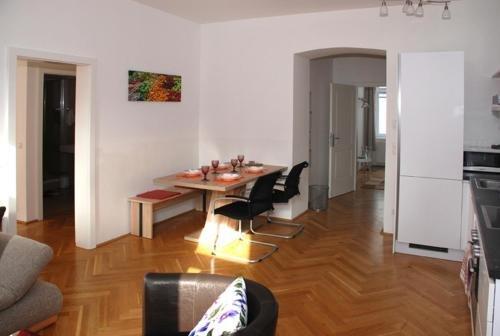 Living Like Home Apartments - фото 4