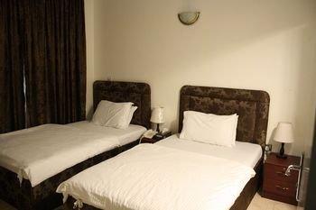 Sky Hotel Apartments - фото 1
