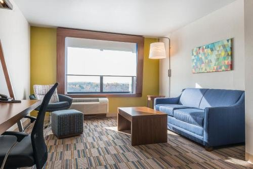 Photo of Holiday Inn Express & Suites Clarion, an IHG Hotel