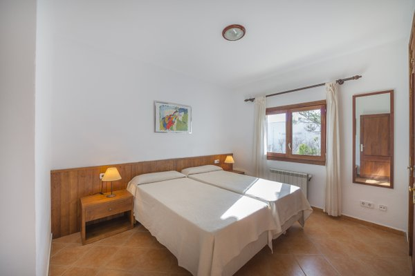 Rental Villa Sol Naixent - Cala Serena, 5 Bedrooms, 10 Persons - фото 12