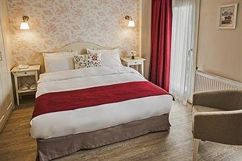 Mr. Bird Hotel