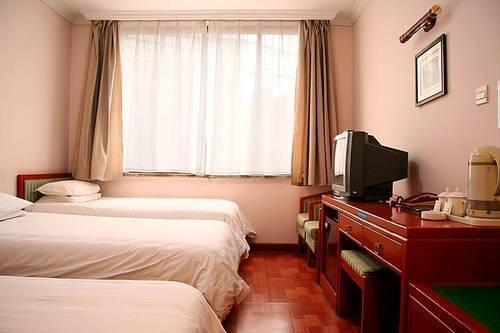 Far East Hotel - фото 1