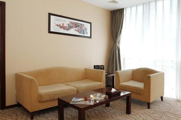 Jingtailong International Hotel - фото 4