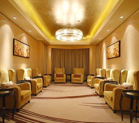 C.Kong Hotel - фото 8