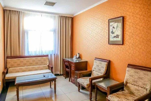 Beijing Wang Fu Jing Jade Hotel - фото 2