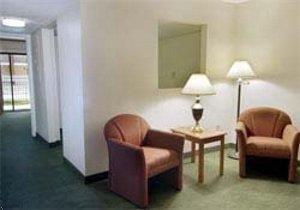 Photo of Howard Johnson Inn and Suites Lake City FL