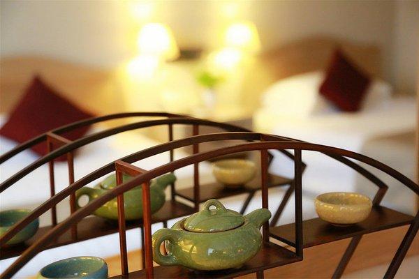 Jing Lun Hotel - фото 4