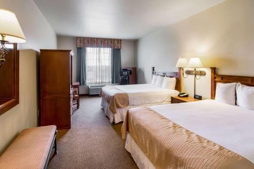 Photo of Econo Lodge Inn & Suites Bridgeport