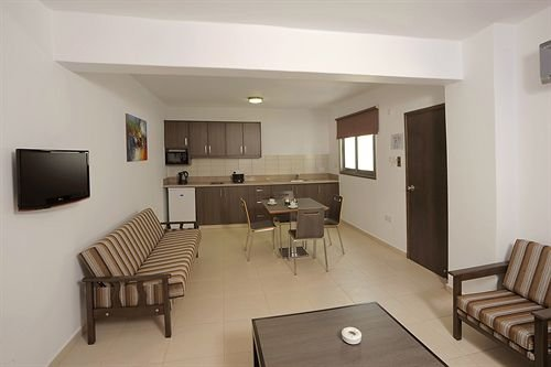Petrosana Hotel Apartments - фото 11