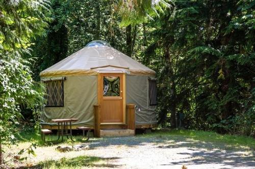 Photo of Mount Vernon Camping Resort 16 ft. Yurt 6
