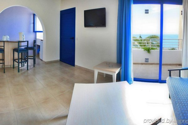 MyroAndrou Hotel Apartments - фото 12