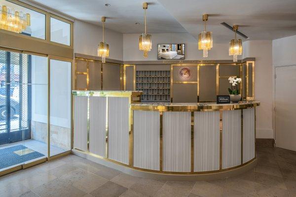 Azur Hotel - фото 1