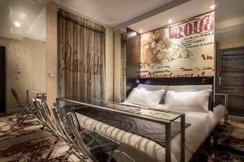 Apostrophe Hotel - фото 1
