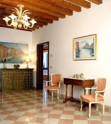 Hotel At Leonard - фото 4