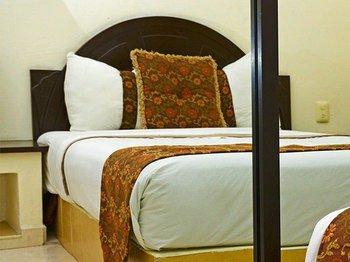 Hotel Esmeraldas - фото 2