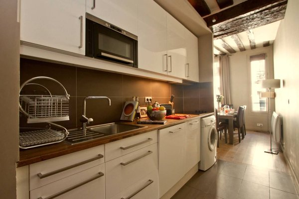 Musee du Louvre St Honore Luxury 3 bedroom Apartment - фото 10