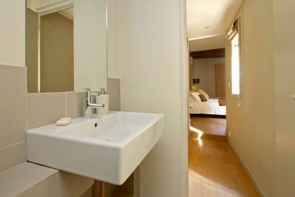 Musee du Louvre St Honore Luxury 3 bedroom Apartment - фото 16