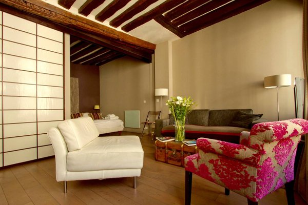 Musee du Louvre St Honore Luxury 3 bedroom Apartment - фото 3