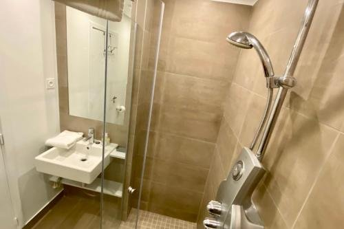 Marais Musee Picasso Luxury 3 Bedroom Apartment - фото 23