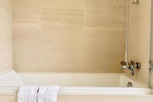 Marais Musee Picasso Luxury 3 Bedroom Apartment - фото 4