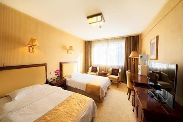 Ground Oriental Hotel - фото 1