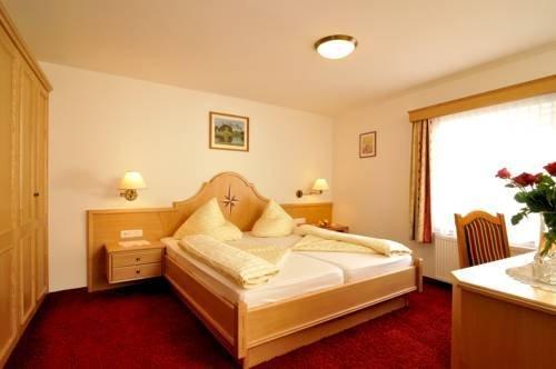 Гостевой дом «Gasthof Zum Goldenen Lamm», Weissenbach am Lech
