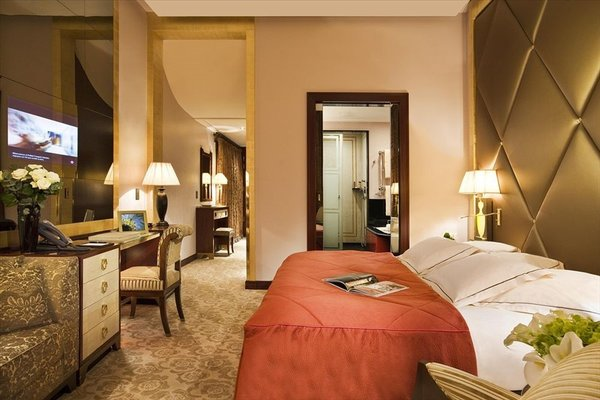 Hotel Barriere Le Fouquet's - фото 1