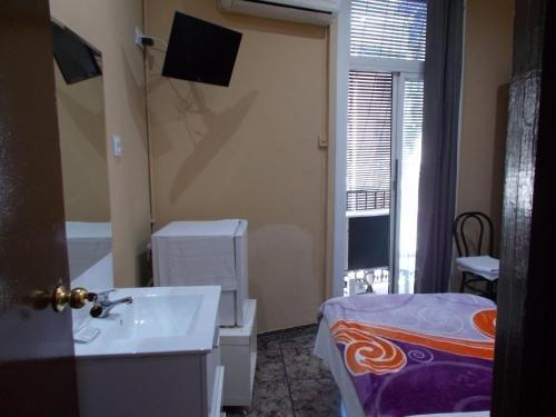 Hostal Nou Raval - фото 2