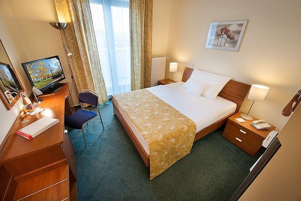 Ramada Airport Hotel Prague - фото 1