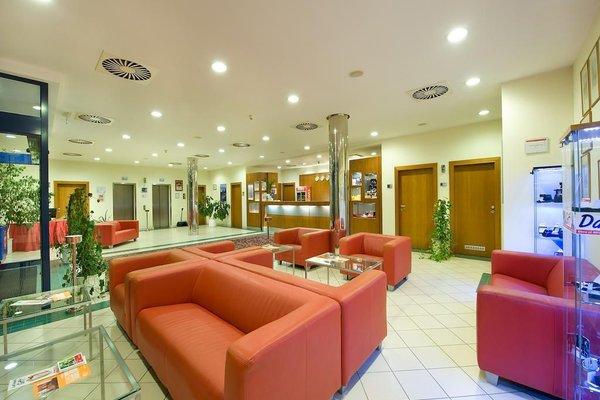 Ramada Airport Hotel Prague - фото 15