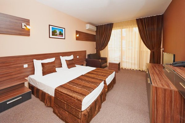 Coral Hotel - фото 1