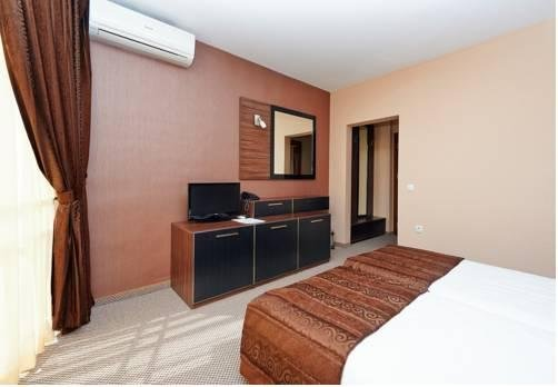 Coral Hotel - фото 4