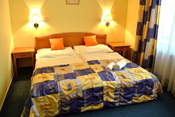 Отель Claris - фото 1