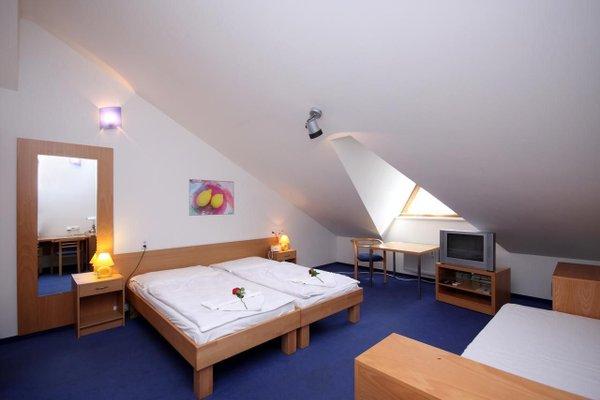 Отель Claris - фото 2